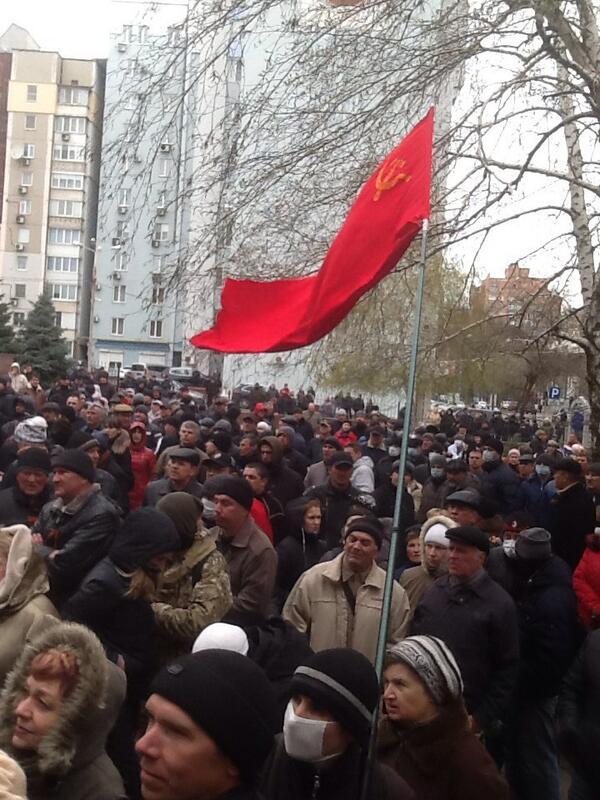 В Донецке проходит митинг сторонников федерализации Украины (ФОТО) http://t.co/oeNqjqxktG