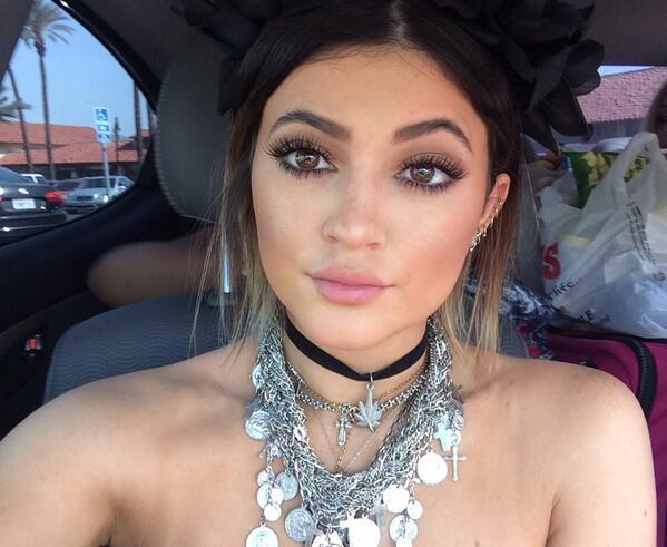 Kylie Jenner (@KylieJenner): Coachellaaaaa http://t.co/vuzO4DDx9F