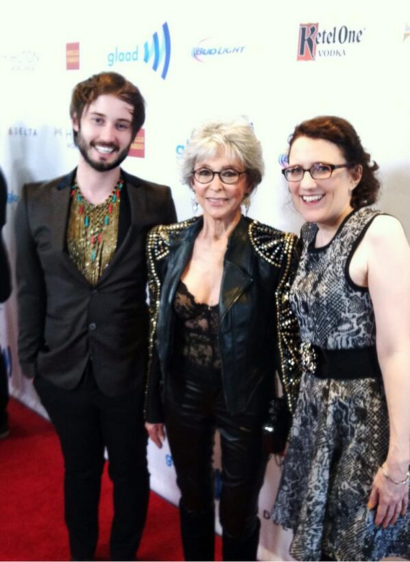 On the @glaad #RedCarpet @beverlyhilton w/ @GoCheeksGo @TheRitaMoreno & @JaneEspenson! #glaadmediaawards http://t.co/ajCU9faFZm