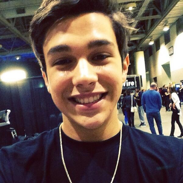 #Mahomies, get ready! 'Cause @AustinMahone is about to take the #SuperGroup stage with a NEW SONG! http://t.co/Rq0qjtKYJC