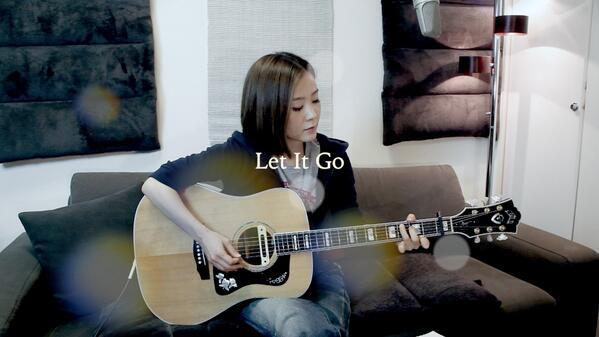 「アナと雪の女王」主題歌:Let It Go〜ありのままで〜を、 UST-LIVEで歌いました。 映画も曲も、本当に素敵です!もう一回見に行こうかなぁ〜。 今度は3Dにしよう。 http://t.co/iNiunIYg3b http://t.co/p9J082bFHz