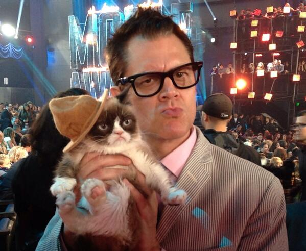 "This is AWESOME! Hahaha. ""@realjknoxville: Holy F-ing shit, me and Grumpy Cat!! http://t.co/Yw02nD2L56"""