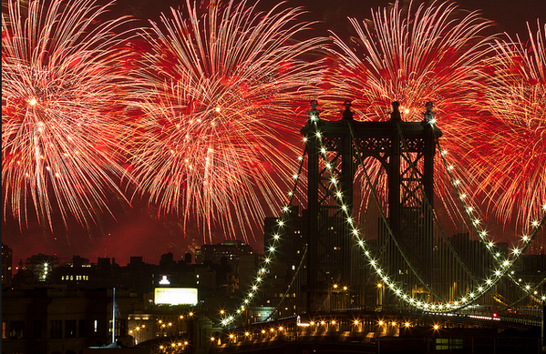Fourth of July fireworks returning to the East River! Boom. http://t.co/3UI1F9eMln