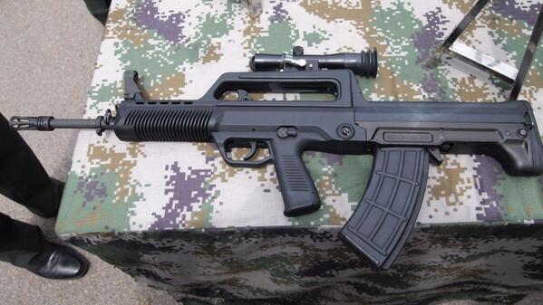 test ツイッターメディア - [95-1式 5.8mm自動歩槍] 95式自動歩槍の問題点を改善した改良型。新型弾薬 DBP-10の採用やサイト位置などの改善、本体素材の変更など多岐に渡る改良が施されている。現在、陸海空軍の一部部隊への配備が確認されている。 https://t.co/IH2QdRRepl