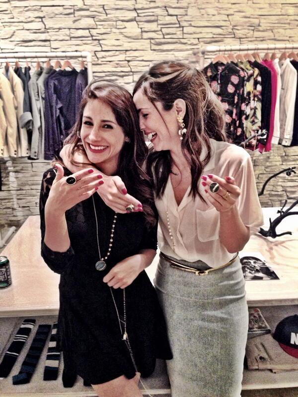 """""""@resurrexion_: Nuestras diseñadoras!!! @camilasodi_ @thanyalopezv"""