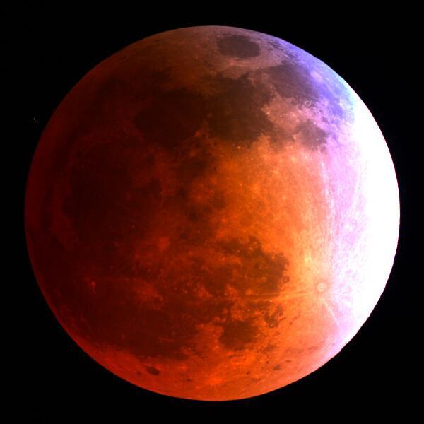 Just wow. Total lunar #eclipse via Mt. Lemmon Sky Center: http://t.co/oWppmZeGW2 http://t.co/d4zvVFKFdB