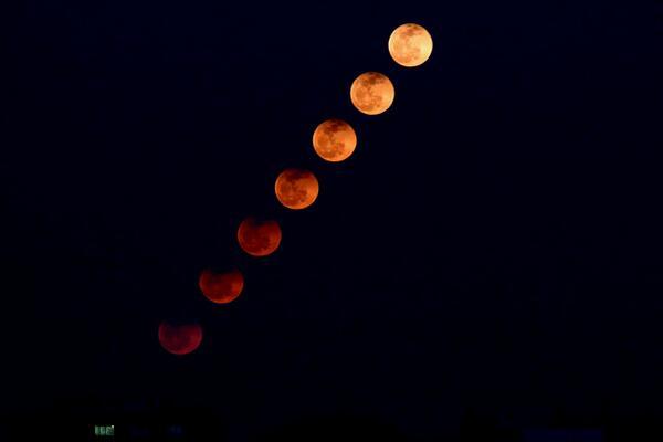 test ツイッターメディア - 明治大学天文部惑星班MeijiPlanets 固定撮影で3分おきに撮った写真を重ねてみました! 時間が経つにつれて月食が終わっていくのがよくわかると思います! https://t.co/qriwcdCitO
