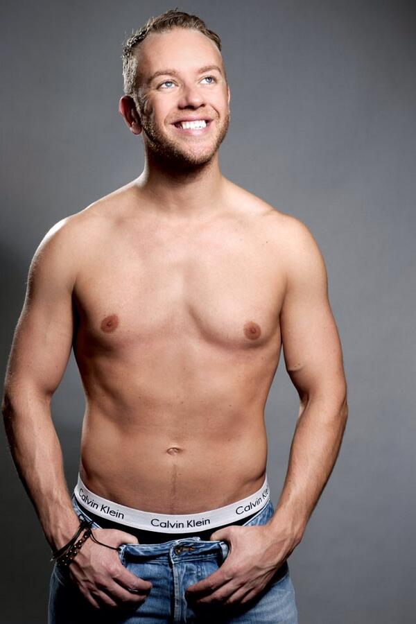 """""""@MaleCelebsUK: What a gorgeous smile and a beautiful body! We love @TheDanWhiston! http://t.co/oIGOnE7EA9""""thank u x"""