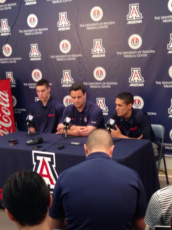 Congrats to Nick Johnson & Aaron Gordon on their announcement to enter the draft. Classy announcing together. http://t.co/WTYo7Ha42a