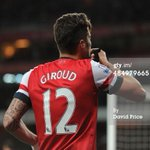 Giroud celebrates scoring kissed his armband #Respect #JFT96 #YNWA http://t.co/dCRX0eOwVv