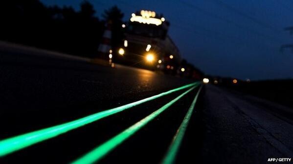 Holanda estrena carreteras con pintura fluorescente http://t.co/wV6b9mXRTr http://t.co/jTNCaR6xug