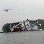 RT @WSJphotos: South Korean helicopters try to rescue passengers from a sinking ferry (Yonhap/AP). Read more: http://t.co/2TKAAVnf2m http://t.co/qZPG5ZVBOo