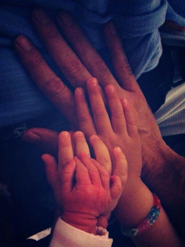 """""""@Charlymoya: #love http://t.co/PQderBiDnB"""" todo lo q necesito en la vida está en esas manos...y toda mi vida la pongo en ellas..."""