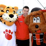 RT @afcbournemouth: Kids @Rockleypark got a visit from @ianharte23 & @Rich22Hughes in half-term. More here: http://t.co/HNnjBysUyo #afcb http://t.co/RvTALIg5oD