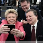 "EU Commissioner Viviane Reding makes a ""selfie"" with EU Commission Pdt Barroso & EU commissionner Maros Sefcovic http://t.co/bc5OQNYJAT"