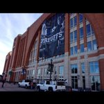 Playoff banners going up at the AAC!!! #GoStars #Gomavs http://t.co/y8GtvvYSo2