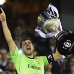 RT @Futbool_Fotos: Iker Casillas con la Copa del Rey http://t.co/BSQG7LP9Cv