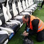 WTF: PAOK vs Olympiakos match delayed 75 mins after PAOK fans threw hundreds of dead fish into the Olympiakos dugout! http://t.co/1yd4NKAEib