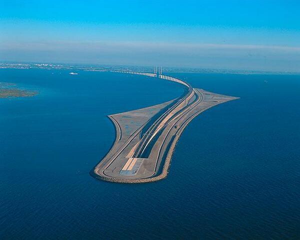 ¿Conducción submarina? RT @NaturPictures: Puente bajo el agua que une Suecia y Dinamarca. http://t.co/xuVN0BtEt0