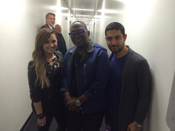Look who I found in the hallway here at @AmericanIdol @WValderrama @ddlovato http://t.co/Y5Osc6Oe7z