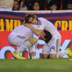 Bale and Modric. Giving their all for the Real Madrid crest http://t.co/lyDARIcsmL