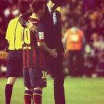 "Lmaooo ""@barcasstuff: Messi hugging a pitch invader http://t.co/YuKrILbjII"""