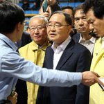 [Ferry Disaster] Prime Minister berated by families of Sewol victims http://t.co/3Mogh3NeGJ http://t.co/xOJStGfOVW