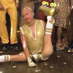 RT @SPGallagher2: How #Pens fans feel after that first period... #GoldOut http://t.co/9Ly5dhq7fF