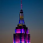 The @EmpireStateBldg looks fabulous & festive tonight. #NYC http://t.co/Hi7L00ZaHW