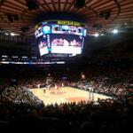 Knicks vs Raptors.. en la arena del MadisOn.. Go Knicks! GO... #NYMADE #NYKNFANS http://t.co/Np6dG2jkfM