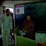 Patna : No electricity at a polling booth as RJDs Misa Bharti casts her vote http://t.co/EHjLwFvkWa