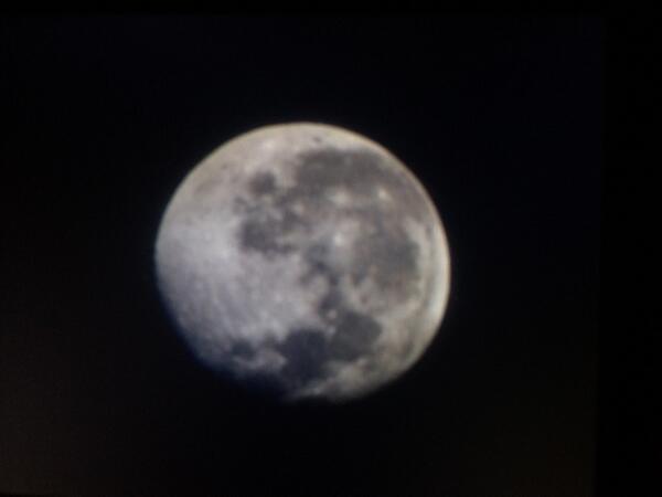 Para cerrar el dia, asi nos saluda la luna @En_laDelValle http://t.co/cRHLIhHL8i