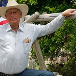 Bundy ranch stand-off: Government helicopters shot cattle multiple times for fun http://t.co/APGcGlTf8F http://t.co/9Kbg2249kl