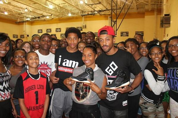 Surprised Eagle's Landing Middle School with @OfficialChilli and some @ReebokClassics. #ChillisCrew #ThisIsClassicATL http://t.co/w8ZUfzvDAU
