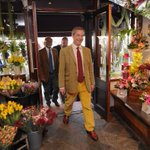 RT @tahiramirza1: Nigel Farage is perfectly colour-coordinated with flower shop he visited yesterday http://t.co/J32xK4aPoU