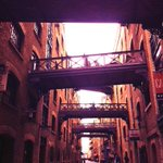 Shad Thames: best surviving street of its kind in #London and now almost unique #lookup: http://t.co/SD7kdHV782 http://t.co/lQ6Y3lLi45