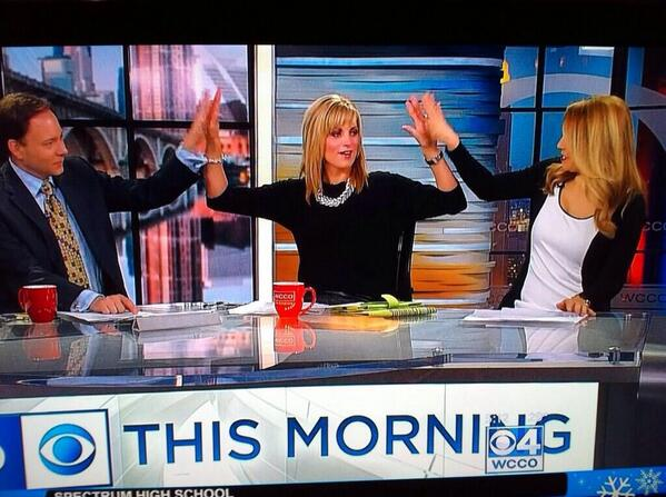 jamieyuccas (@jamieyuccas): It's National High-Five Day! Don't miss! http://t.co/82Va5yari5
