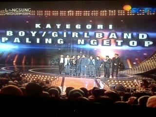 @SMASHindonesia pemenang kategori Boy/Girlband :)) #SMASHatSCTVMUSICAWARDS2014 http://t.co/ZG9NROlK3N