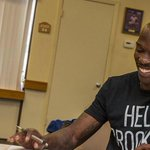 And here is @ochocinco signing with the Montreal Alouettes....Oh, Canada. http://t.co/SVS5uYgD6H