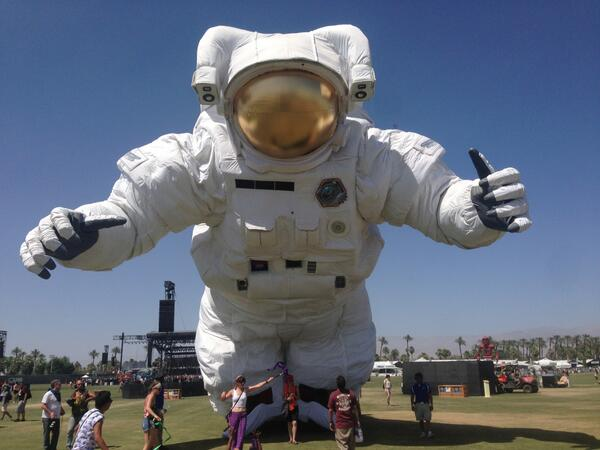 Help this astronaut find a home post-Coachella, or it's into the trash heap on Monday. Contact http://t.co/hhhpxqfV36 http://t.co/jCczyxAqFA