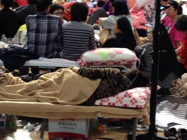 Some family members waiting in Jindo gym for news need medical care. Others furiously question search officials. http://t.co/k9j81Mgv4C