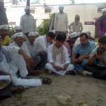 RT @DrKumarVishwas: Protest continues @ Gauriganj Thana. No voice being heard! http://t.co/FIrjS6CG2g