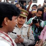 Face-Off with police which is trying to save the Face of #CongGoonsAtAmethi. http://t.co/3W3lNo82qt