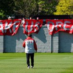 PHOTO: #LFC fans inspire the squad during their training session at Melwood on Friday http://t.co/l1Qcrwt4mH