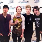 RT @5SOS: Morning (well its afternoon) but hi  this was yesterday, and now we are in Michigan xo http://t.co/Xt31WdA16x
