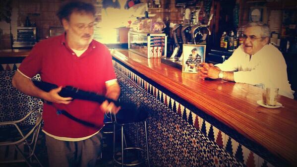 El señor Luis le cuenta que, ese trabuco era de Paco Rabal en un rodaje aquí en Almería http://t.co/BwLGXKvh6B