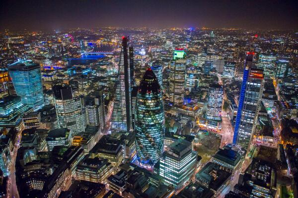 London from the Air http://t.co/uWoQFhv3na http://t.co/F70qJM13uJ