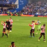 RT @SAFCofficial: Players make their way over the away fans high in the stands at Stamford Bridge #redandwhitearmy http://t.co/cPXFG6eE0Z