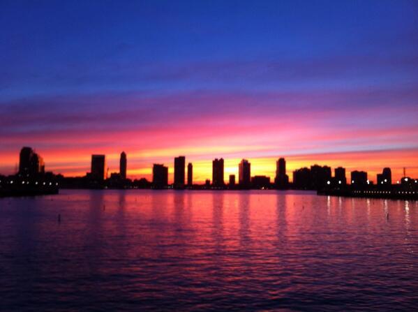 New York City sunset http://t.co/q5LvXqlOwC
