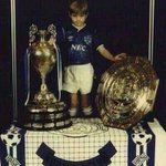 Gerrard deserves to win the League. The loyal, one club man who handed in a transfer request to go to Chelsea. http://t.co/2K4eA8OKXh